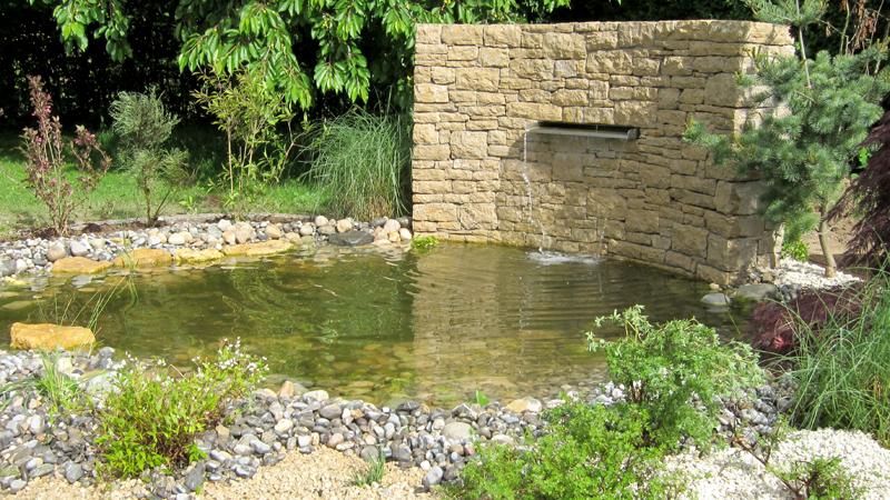 Mur et lame d'eau